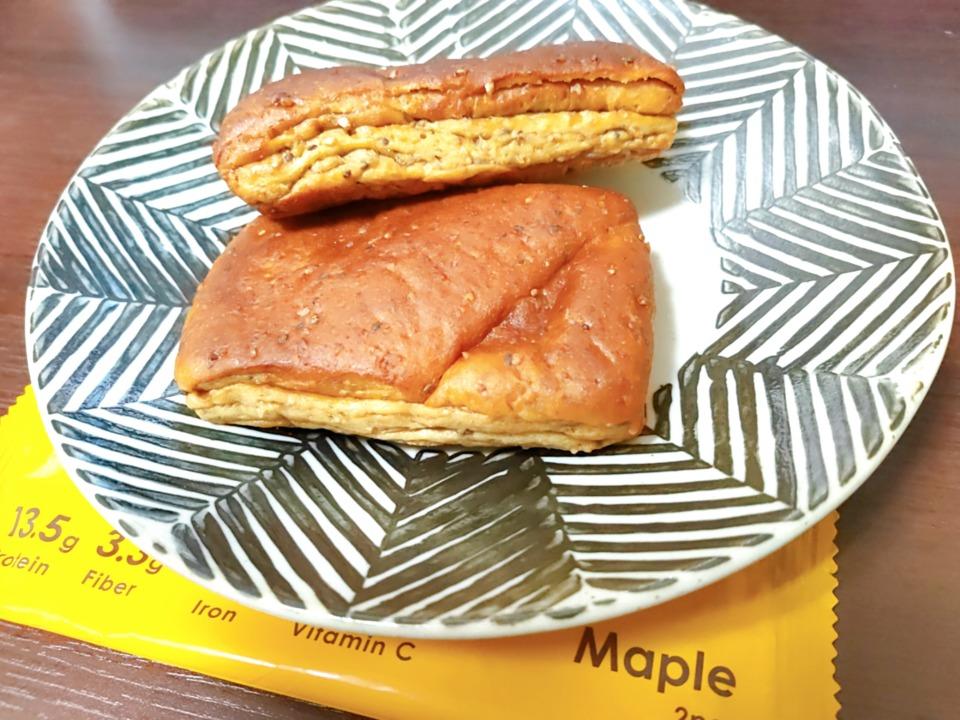ベースフードのメープル味のパン