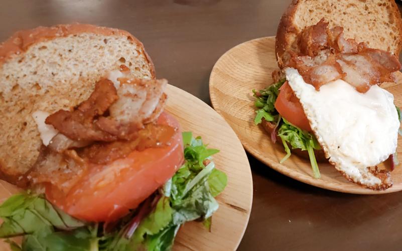 ベースフードのパンでハンバーガーを作りました