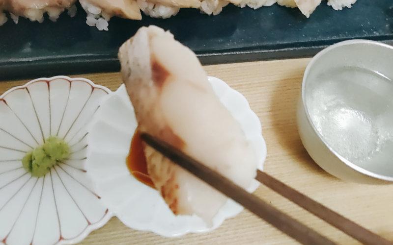 解凍した鯛の寿司