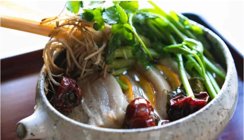 米沢豚のトムセップ風