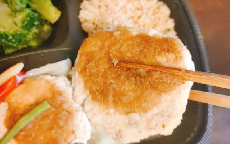 鶏肉と軟骨入り豆腐ハンバーグ
